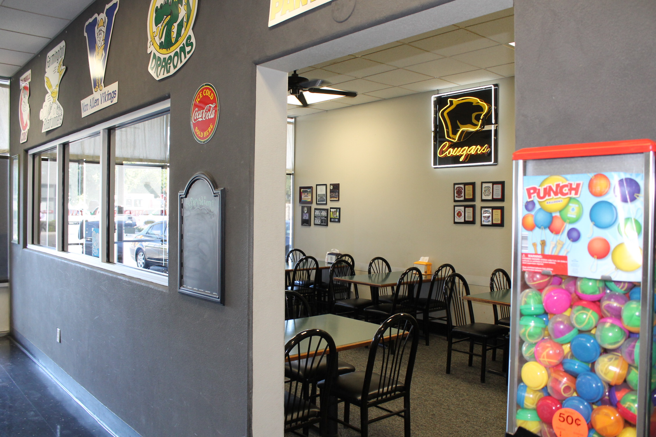Pizza Plus in Escalon has a party room