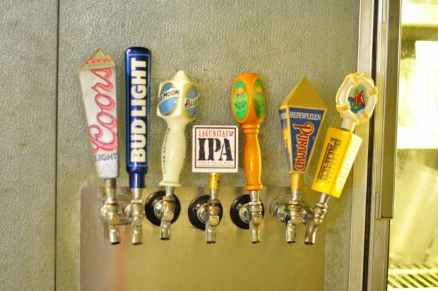 Pizza Plus in Escalon serves beer