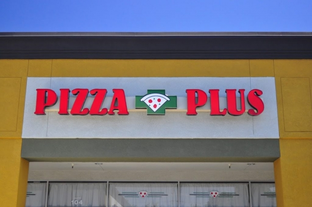 Pizza Plus in Escalon Storefront